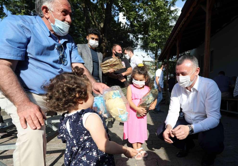 Başkan Büyükakın, Gölcük'ün Hamidiye, Mamuriye ve Siretiye köylerinde vatandaşlarla buluştu.