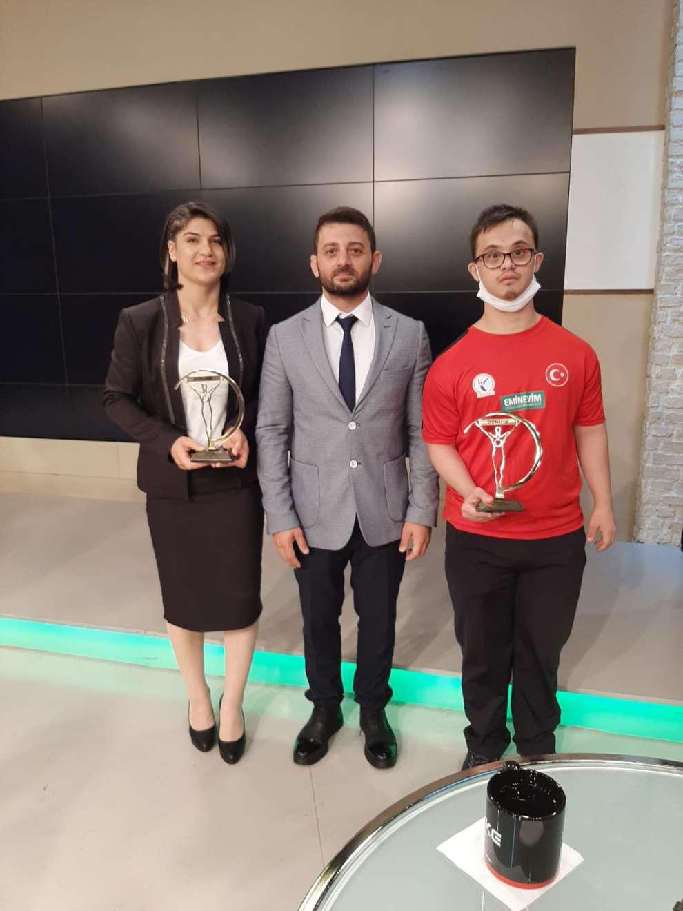 Büyükşehir Kağıtspor'un şampiyonları yılın sporcusu seçildi