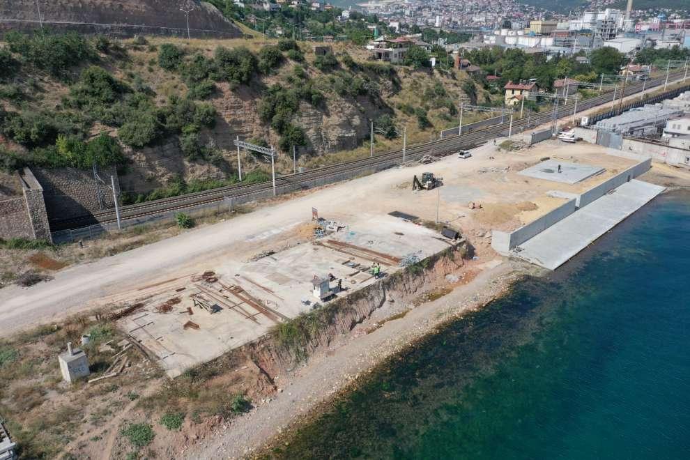 Diliskelesi Sahil Düzenleme Projesi, Dilovası ilçesinde Tavşancıl Sahil Parkı'ndan sonra ikinci bir sahil parkı olarak inşa ediliyor.