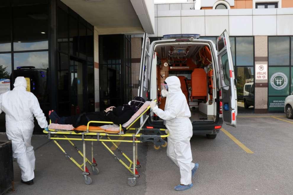Kocaeli Büyükşehir Belediyesi salgın süresinde 10 bin 700 vatandaşa Hasta Nakil Ambulanslarıyla hizmet verdi.