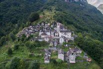 16 kişinin yaşadığı Corippo Köyü
