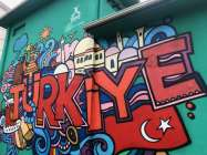 Şehri güzelleştirmek adına çalışmalar yapan ekipler, ilçe genelinde grafiti sanatıyla şehri güzelleştiriyor.