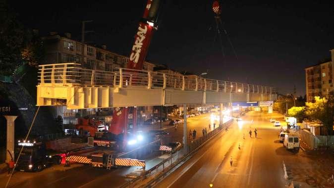 95 tonluk üst geçit 1 gecede yerine kondu.