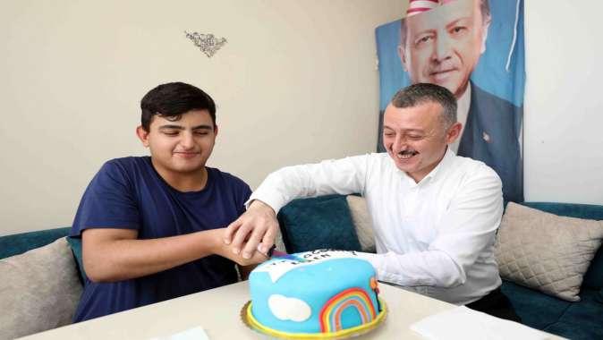 Başkan Büyükakın'dan Evren'e sürpriz doğum günü.
