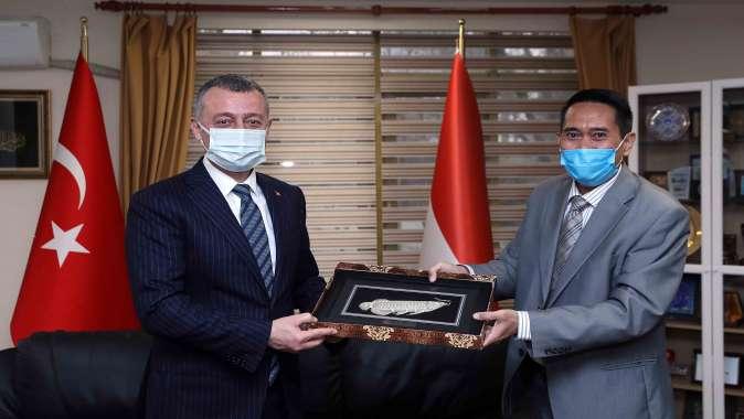 Başkan Büyükakın, Endonezya Başkansolosu Asari'yi ziyaret etti