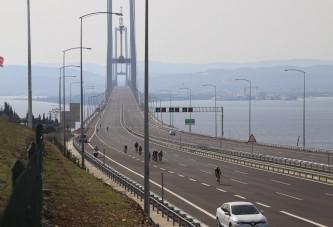 Bin 240 bisikletçi Osmangazi Köprüsü'nden geçti