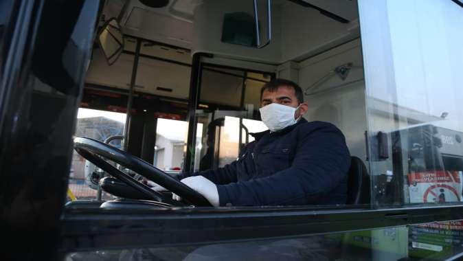 Büyükşehir vatandaşlara 25 bin maske dağıttı