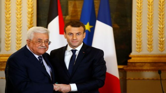 Emmanuel Macron, Mahmud Abbasla görüştü