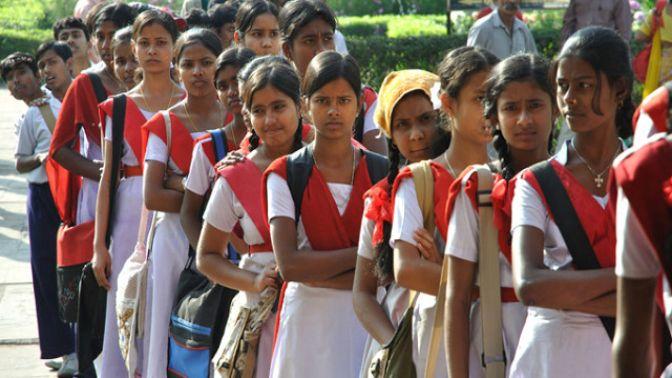 Hindistan'da Utanç Verici Ceza! Müdür, Kız Öğrencilerin Kıyafetlerini Çıkarttırdı 55 dakika önce
