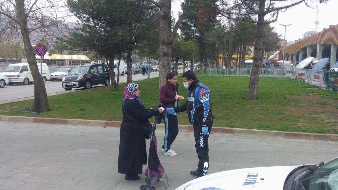 İzmit Perşembe Pazarı'na çocuk ve yaşlılar alınmıyor