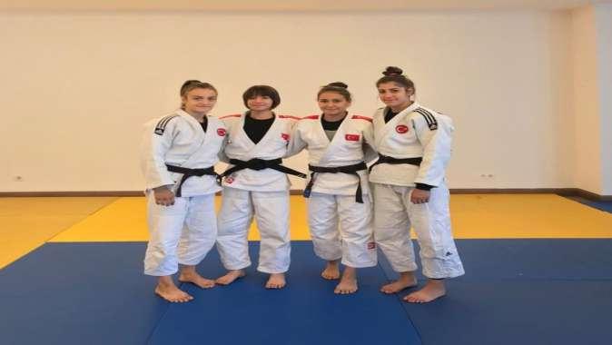 Judocular, Dünya Şampiyonası kampında.