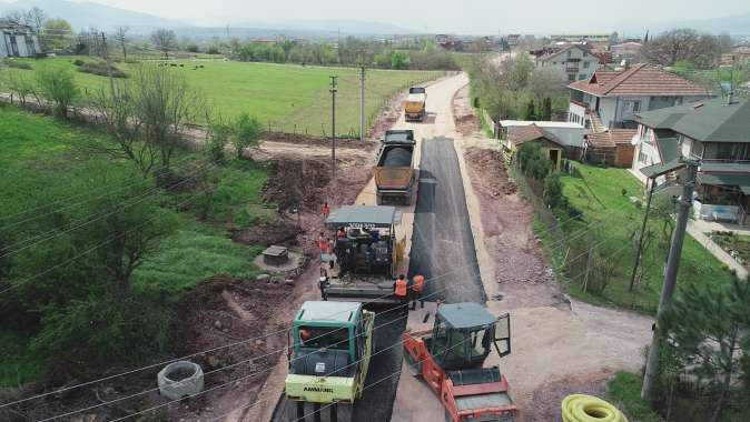 Kartepe Bağdat Caddesi'nde asfalt serimine başlandı