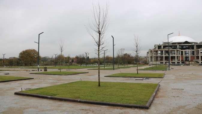Kartepe Kent Meydanı yeşillendiriliyor