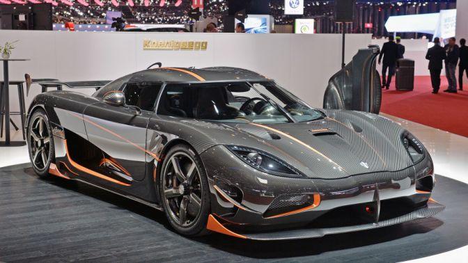 Koenigsegg Bugattinin dünya hız rekorunu kırdı