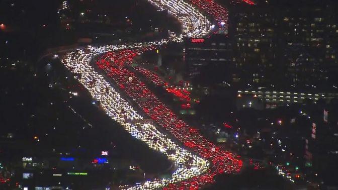 Şükran Günü'nde Los Angeles trafiği kilitlendi