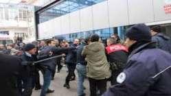 Acil servis önündeki gerginliğe polis müdahale etti