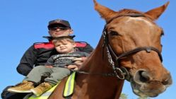 Antalya'da atlı polisler ilgi odağı oldu