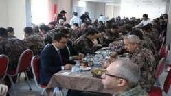 Bakan Soylu Batman'da özel harekatçılarla kahvaltı yaptı