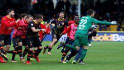 Benevento, Milan'ı son saniyede kalecisiyle yıktı