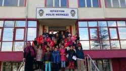 Bilgievi öğrencileri polis amcalarının yanında