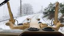 Büyükşehir'in ekipleri karla mücadele ediyor