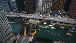 Chicago'da 60 bin plastik ördek nehre bırakıldı