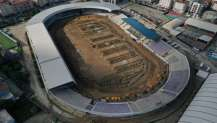Gebze Stadı'nın zeminine drenaj hattı döşeniyor