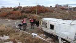 Lise öğrencilerini taşıyan servis şarampole uçtu: 1 ölü 14 yaralı