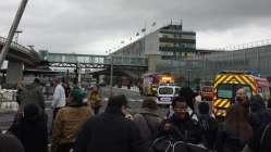 Son dakika: Paris'teki havalimanında silah sesleri