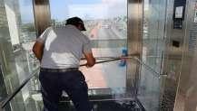Üst geçitlerdeki asansörler temiz